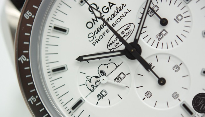 Speedy Tuesday – Hands-On Omega Speedmaster Apollo 13 Silver Snoopy Award Review